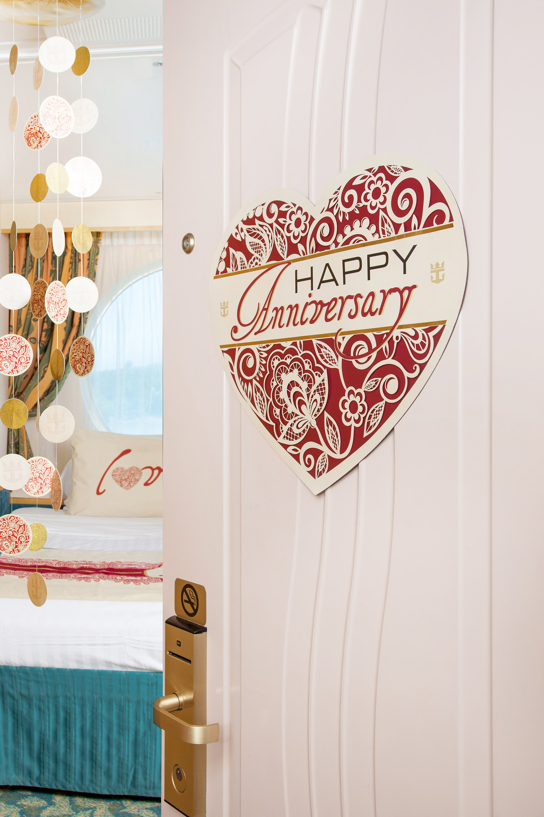 Happy anniversary room d cor deluxe package for Room decor gifts