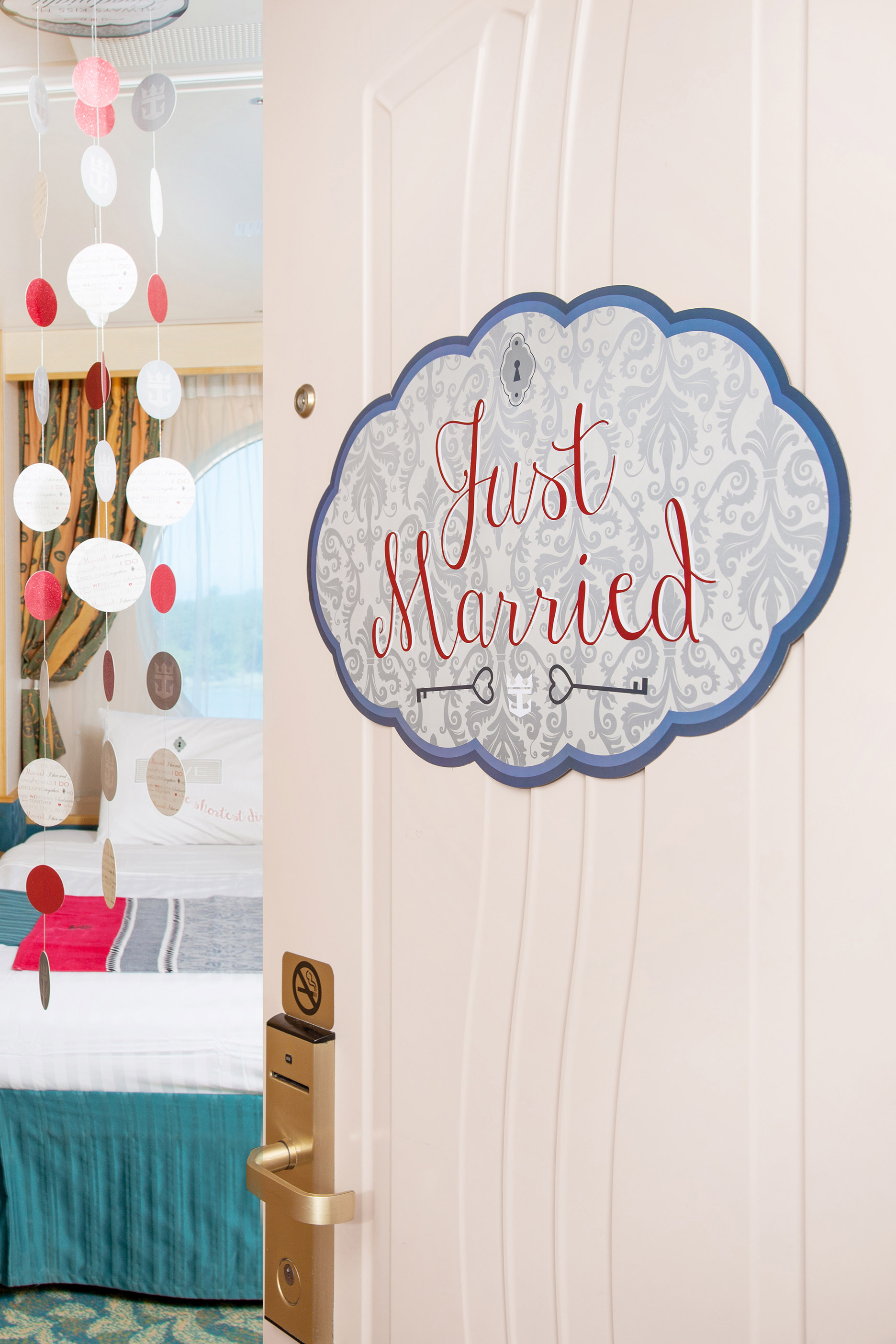 Just married room d cor package for Room decor gifts