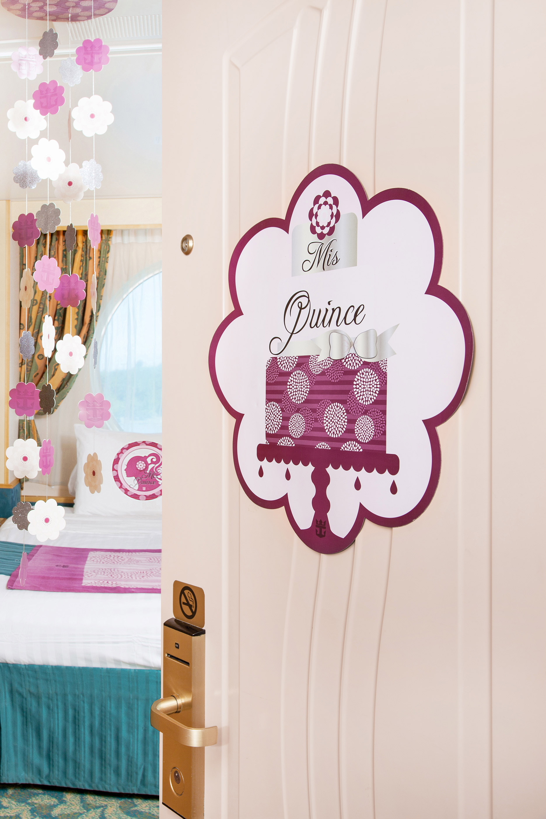 Mis quince room d cor package for Room decor gifts